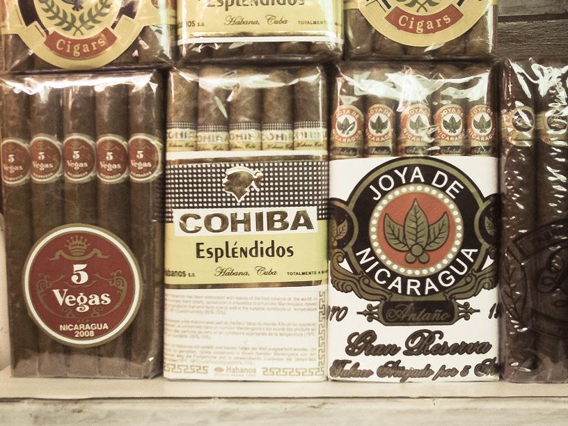 Nicaragua ademas de artesanías y café, también produce tabaco y sus tabacos han ganado premios en algunas ocasiones como los mejores del mundo, con la marca Padrón Cigars y My Father Cigars.  Mercado de Artesanía de Masaya, Nicaragua.