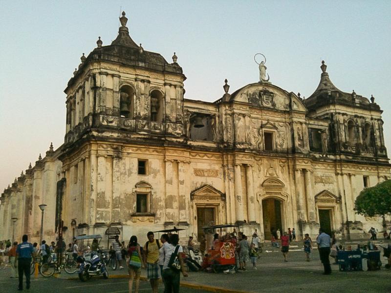 catedral_leon_nicaragua-turismo-viajes-aventuras-vacaciones-catedral-colonial